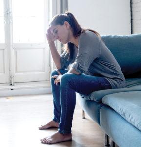 Vrou wat aan depressiewe gevoelens ly